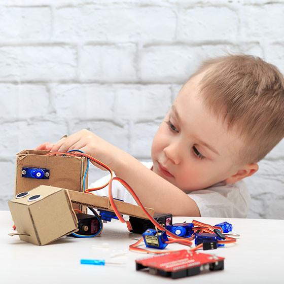 qué es a neurociencia educativa - niño experimentando